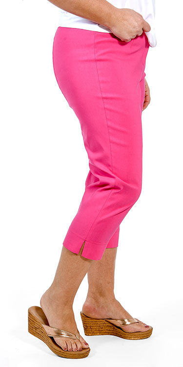 This model is wearing pink Robell Marie pedal pushers from Bakou