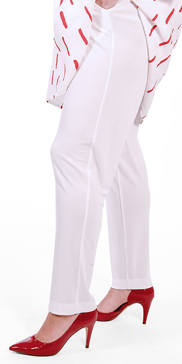 This model is wearing Q'neel silky jersey trousers