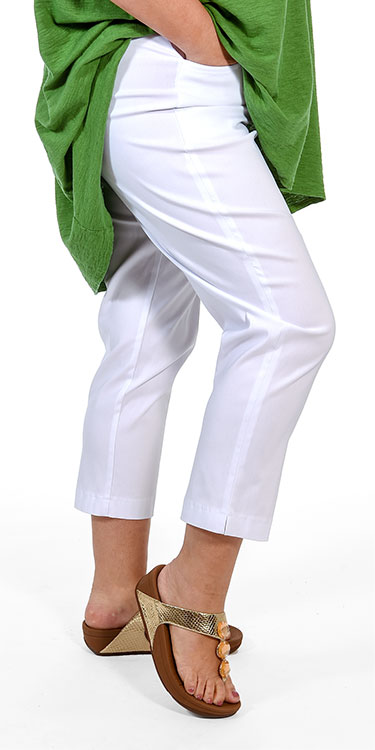 This model is wearing stretch pull on crop trousers from Mona Lisa