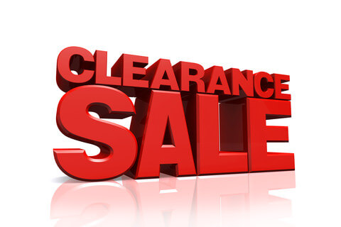 Clearance sale in red 3D letters