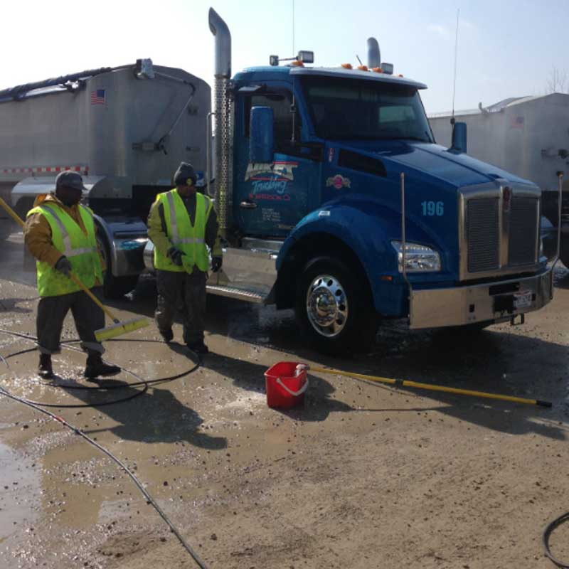 Commercial truck cleaning in Columbus, OH