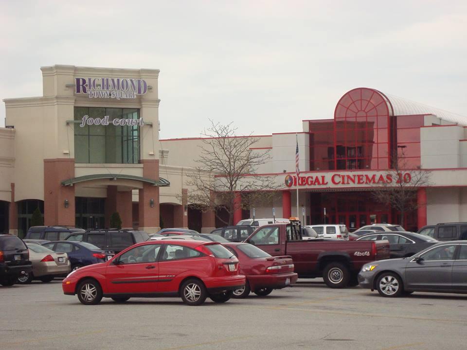 Richmond Town Square parking lot