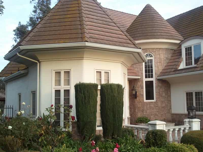 Jurupa Valley CA home with a new rain gutter installed.