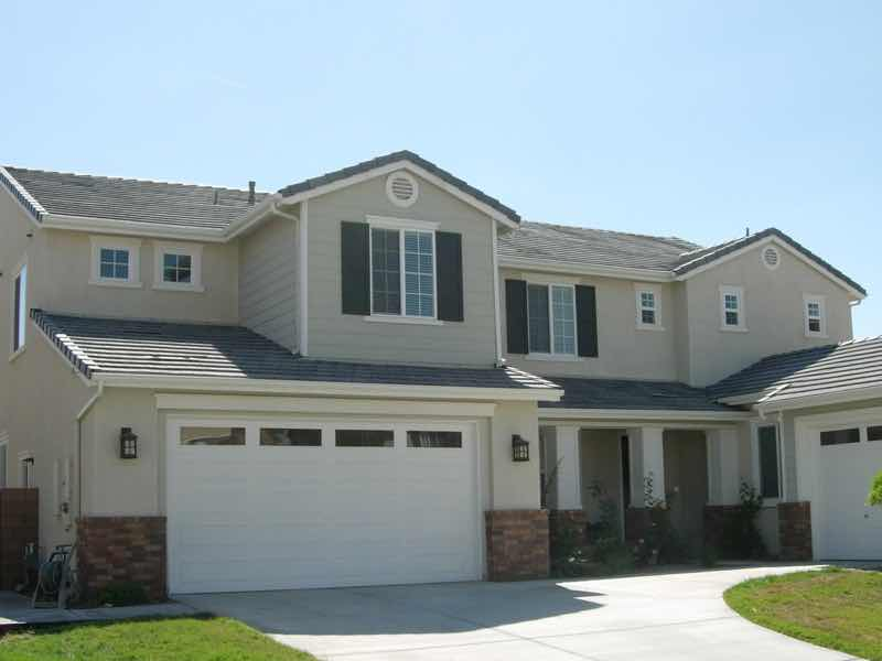 Mira Loma CA home with a new rain gutter installed.