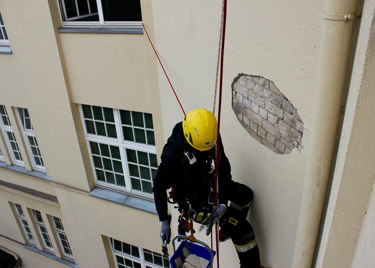 Fassadensanierung / Putzarbeiten durch Industriekletterer Hamburg