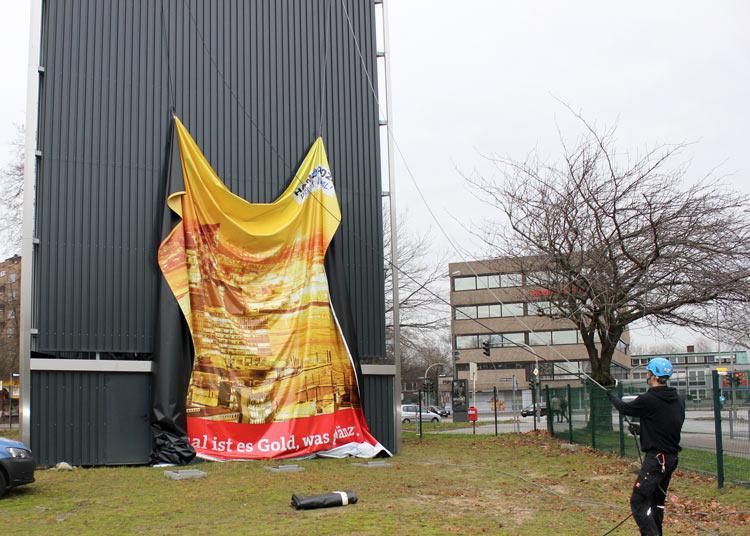 Großflächenwerbung | Montage durch Kletterteam Hamburg