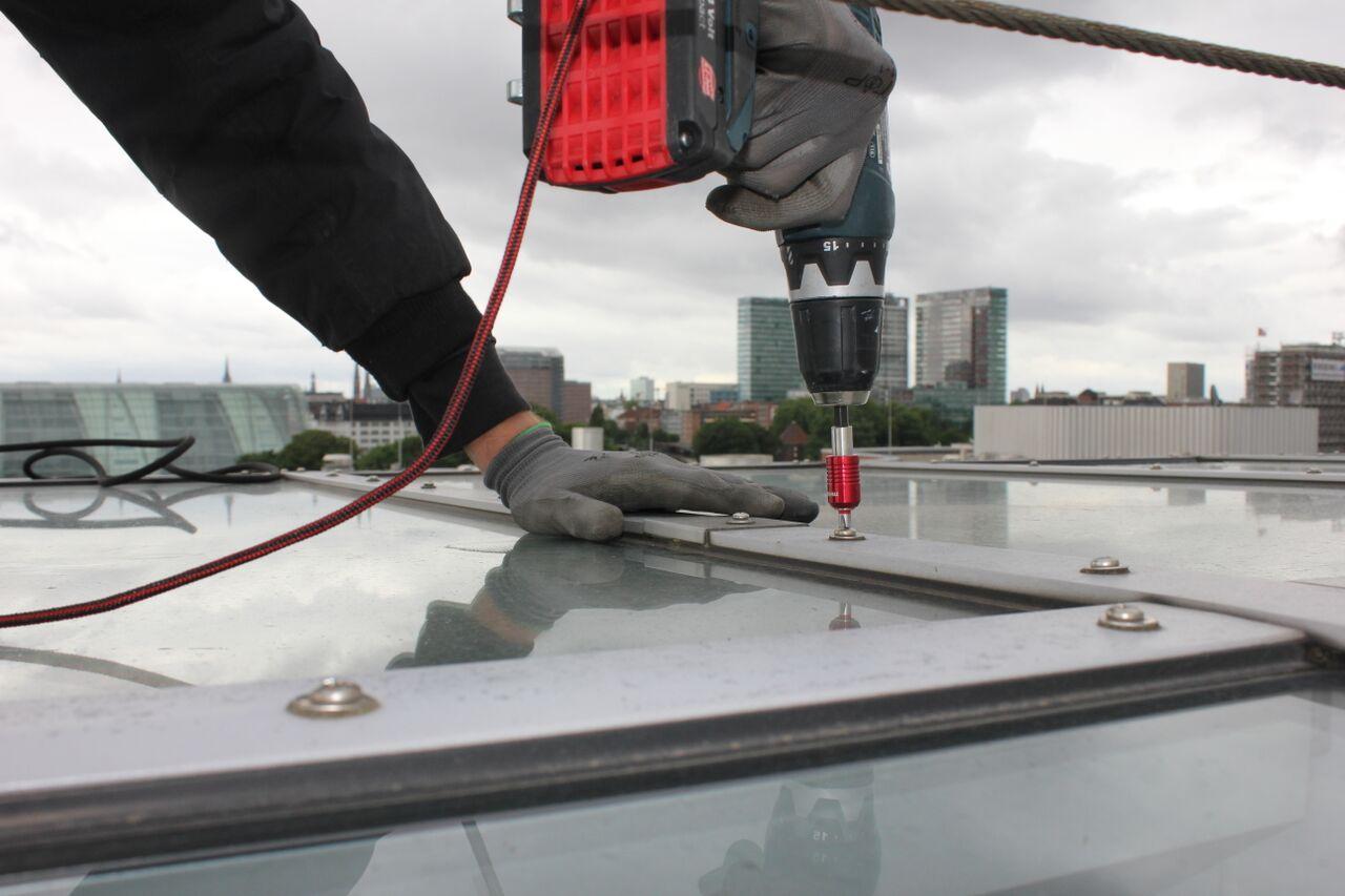 Instandhaltungsarbeiten an Glasdach | Kletterteam Hamburg