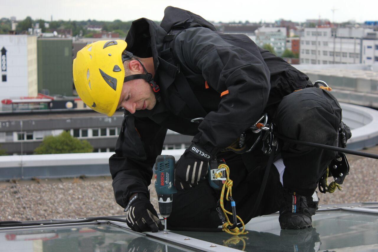 Instandhaltungsarbeiten an Glasdach |Industriekletterer Hamburg