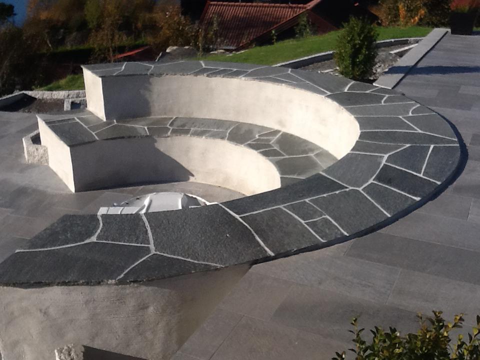 Bilde av steintrapp med betong