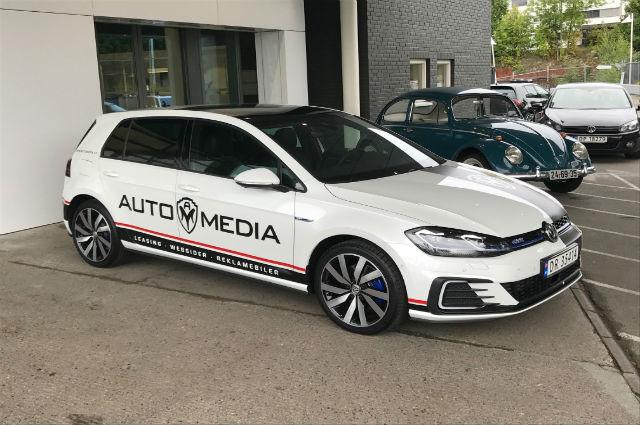 Utendørsreklame - reklame på nye biler i Norge