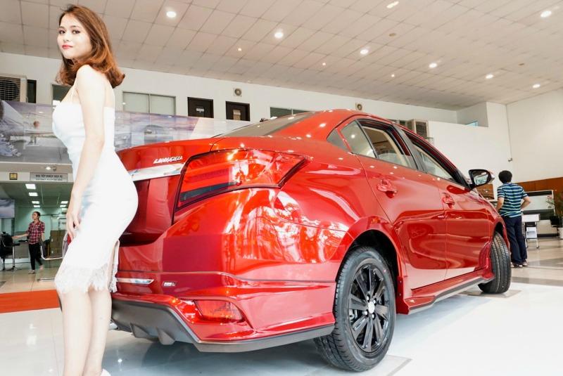 phía thân xe toyota vios 2017 red version