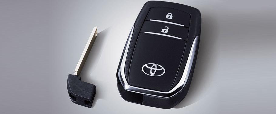 chìa khóa thông minh trên xe innova 2018