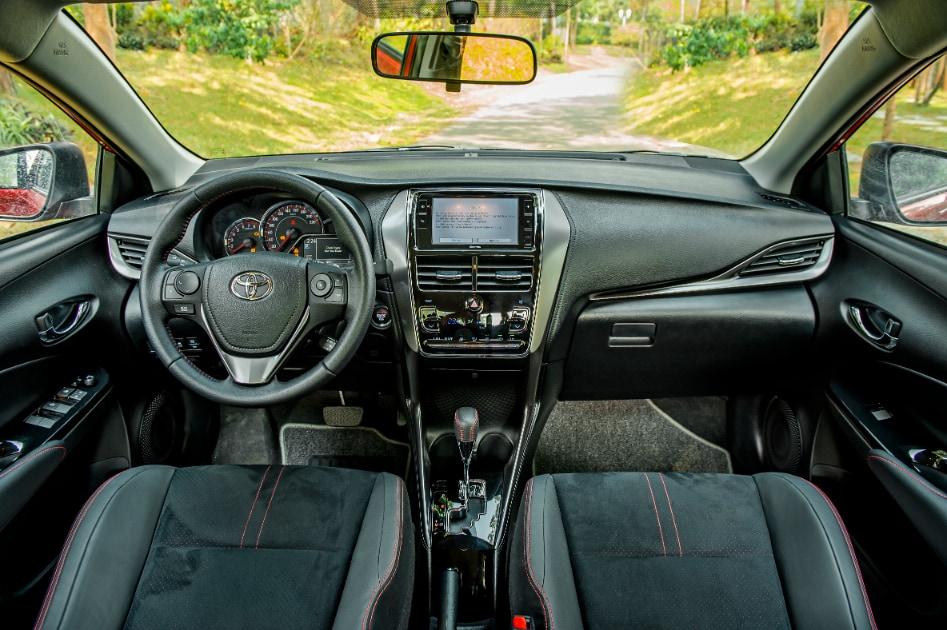 Nội thất xe Toyota Vios 2021 phiên bản GR-S