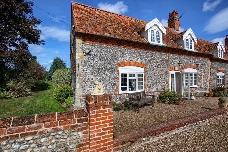 Swan Cottage Outside Front