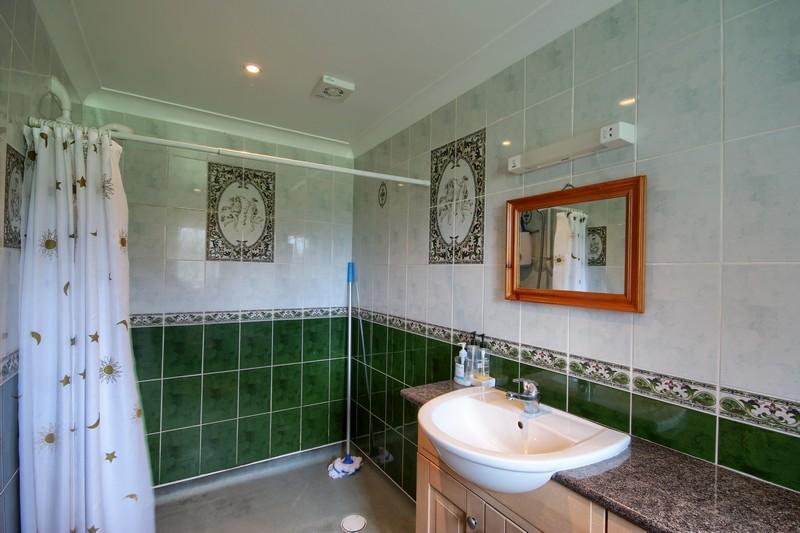 Swan Cottage Shower room
