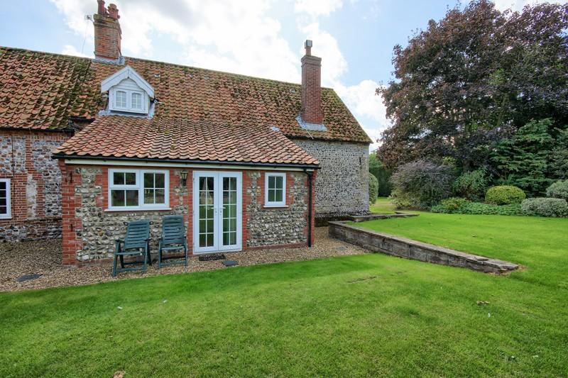 Swan Cottage Outside rear