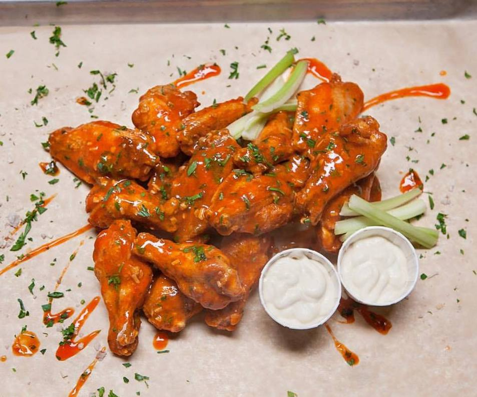 Old Fairthful bar chicken wings