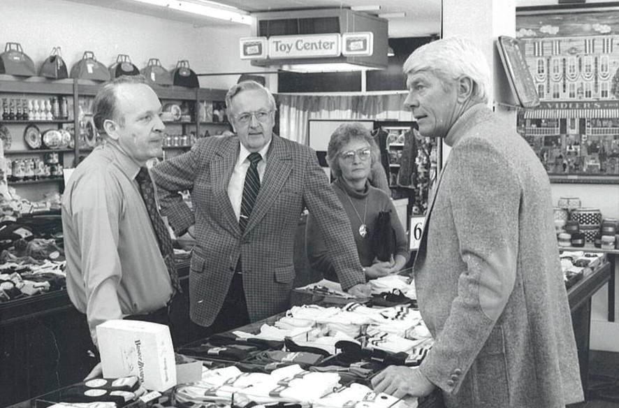 Liberty Bank TV ad with Peter Graves.