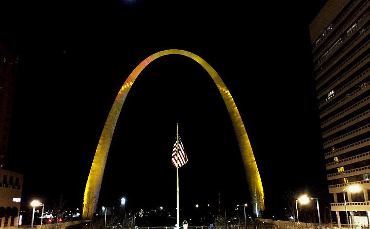 Gateway Arch Lit Gold