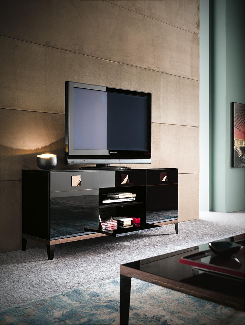 Mont Noir TV Base and Curio Overview