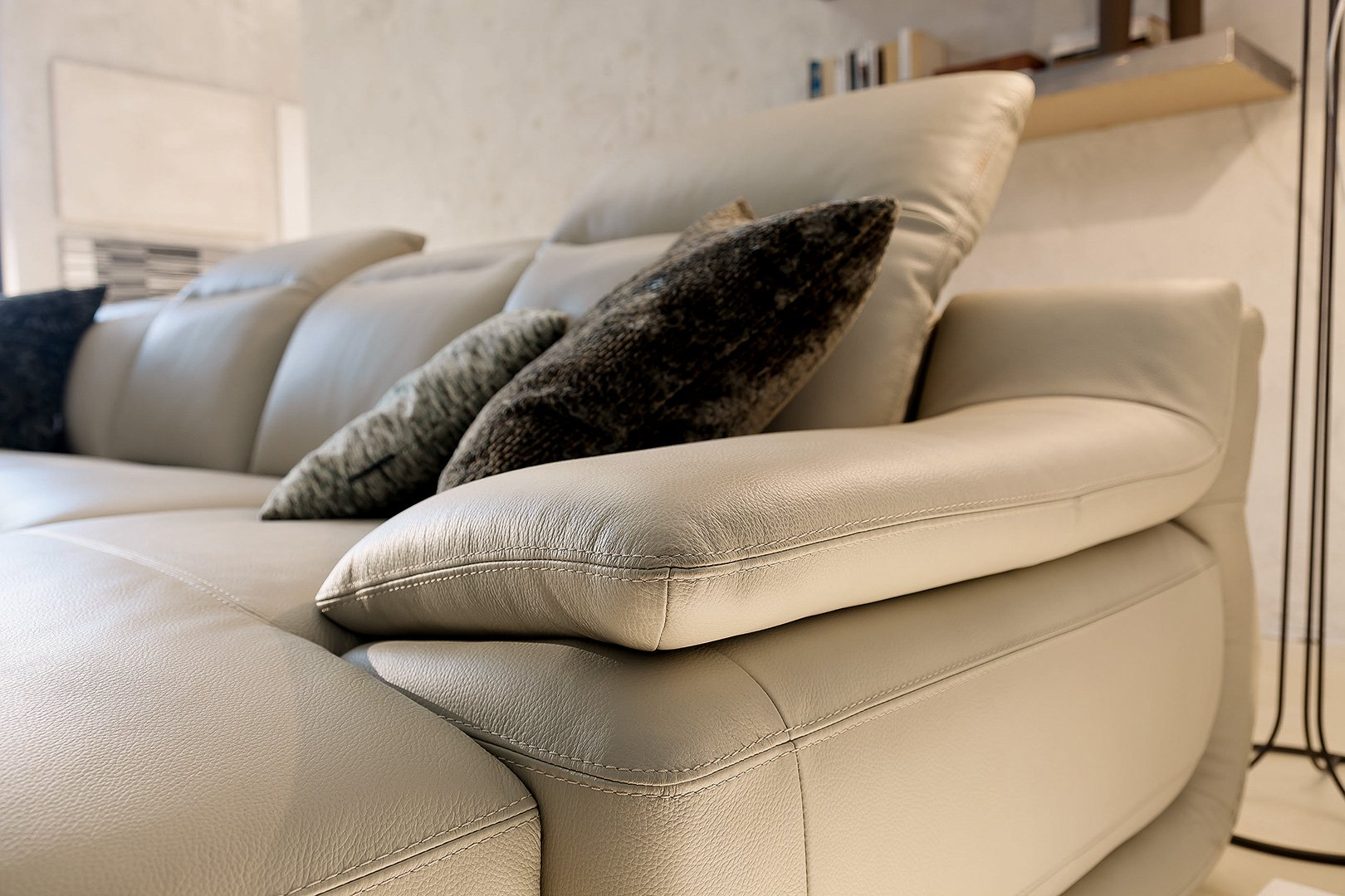 Indianapolis leather sofas deluxe right arm 1