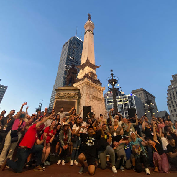 2 Conference attendees gather for a group photo at Monument Circle