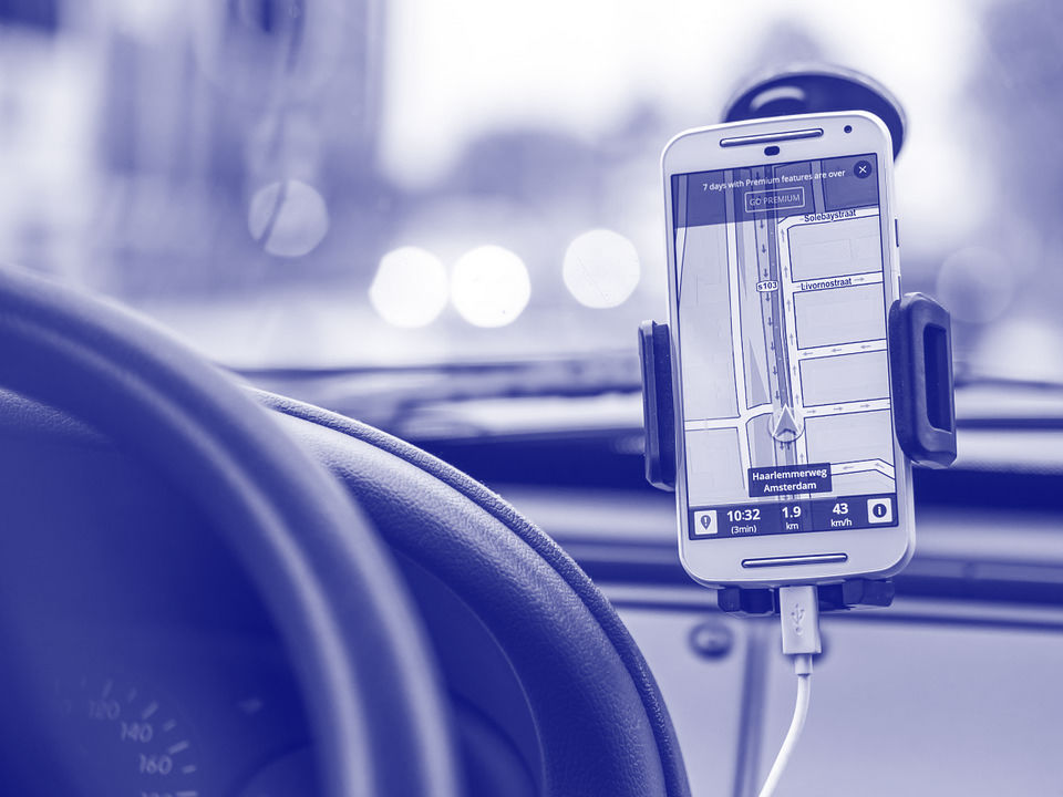 Mobiel bedienen tijdens auto rijden?