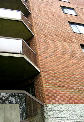 Brick repair and concrete masonry repair contractors and exterior masonry professional services Montreal Laval Longueuil Qc