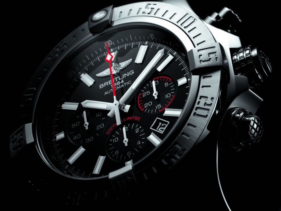 breitling avenger review