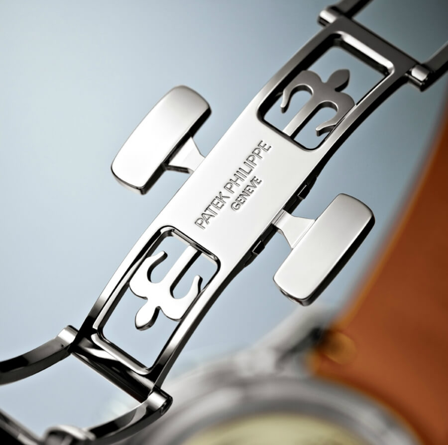 The new patented Patek Philippe Aquanaut fold-over clasp