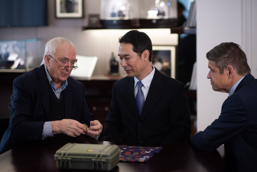 Walter von Känel, President of Longines, Seiji K., Longines watch collector and owner of the watch number 183, and Juan-Carlos Capelli, Vice President of Longines and Head of International Marketing