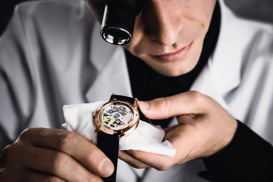 Glashutte Original Calibre 36 Inspection of the encased watch