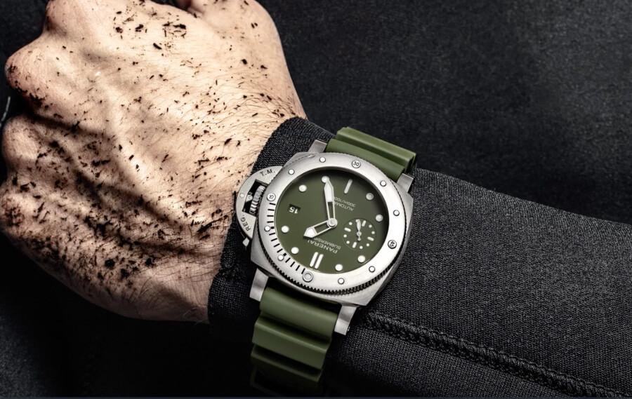 Panerai Submersible Verde Militare Watch Review