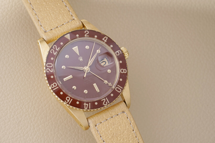 Rolex GMT-Master Reference 6542 in yellow gold with bakelite beze