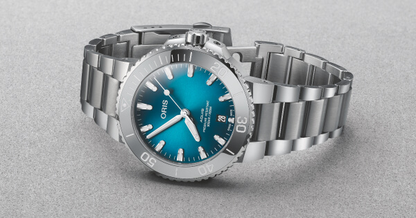 The New Oris Aquis Date 41.5 mm and 39.5 mm with a Oceanic Blue Gradient Dial (Price, Pictures and Specifications)