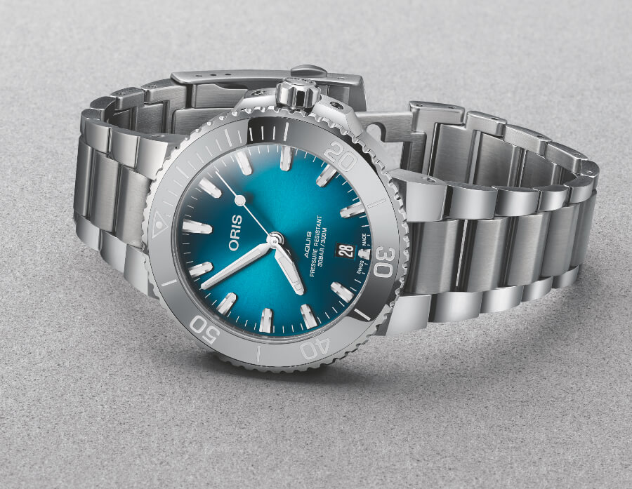 The New Oris Aquis Date 39.5 mm with Oceanic Blue Gradient Dial