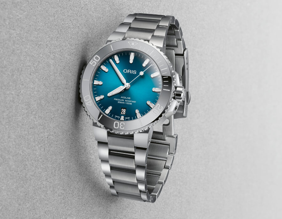 Oris Aquis Date 39.5 mm with Oceanic Blue Gradient Dial Watch Review