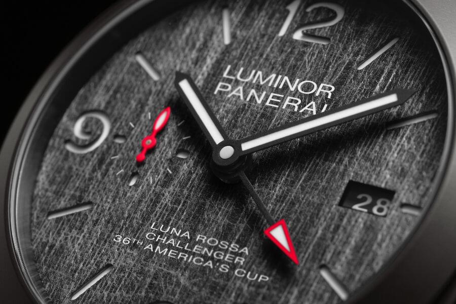 Panerai Luminor Luna Rossa GMT – 44 mm PAM01036 Dial