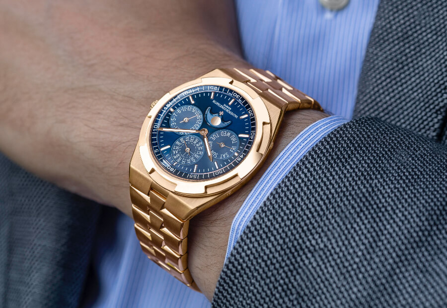 Vacheron Constantin Overseas Perpetual Calendar Ultra-Thin ref. 4300V/120R-B509 Watch Review