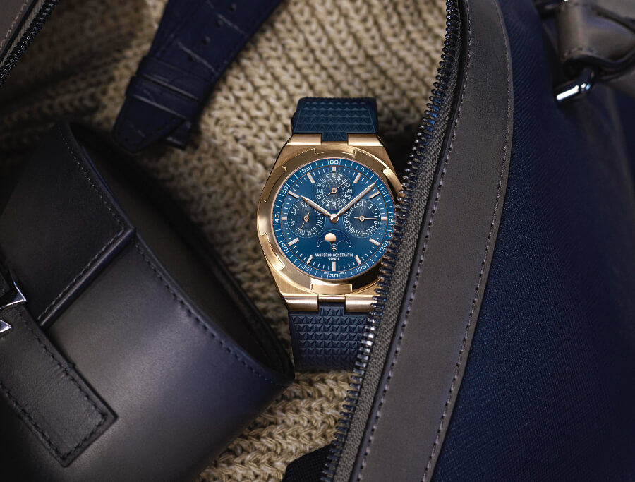 Vacheron Constantin Overseas Perpetual Calendar Ultra-Thin ref. 4300V/120R-B509 Blue Dial Full Gold