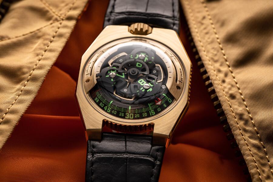 Urwerk UR-100 Gold Edition Watch Hands On