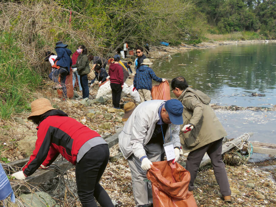 People power - Later this year, hundreds of volunteers will gather to collect pollutants from the Hangang River