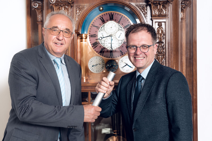 Reinhard Reichel handed over his tasks to Dr. Ulf Molzahn