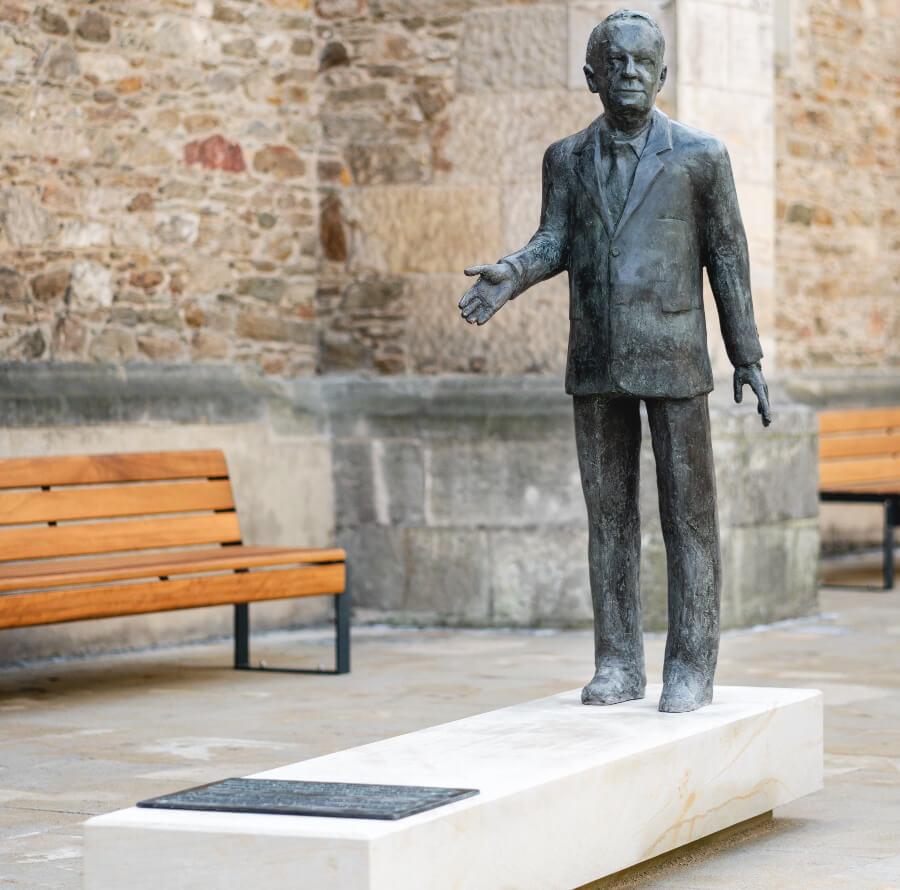 Bronze figure of Walter Lange