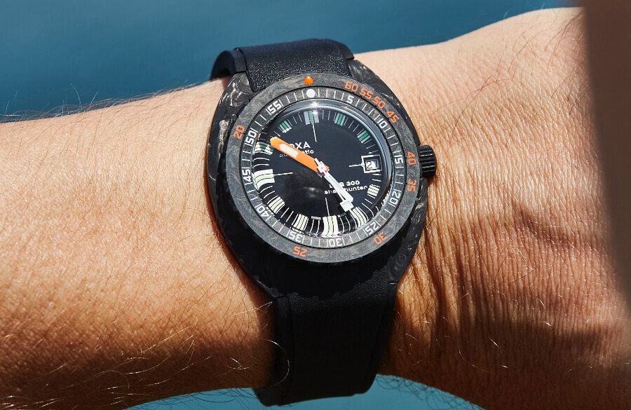 Review Doxa SUB 300 Carbon COSC