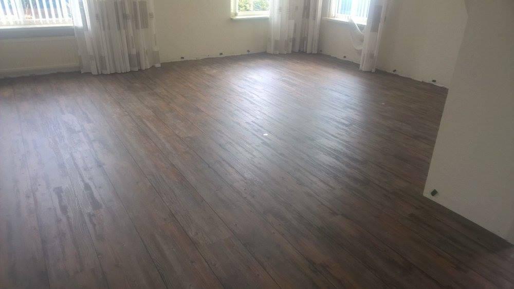 Rara wat ligt eronder deze mooie pvc vloer?