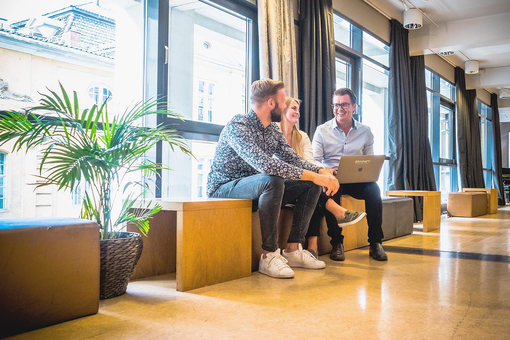 F.v. AD Espen Hansen, grunnlegger og daglig leder Johannes Hoff Holmedahl og kreatør Pétur Níelsson