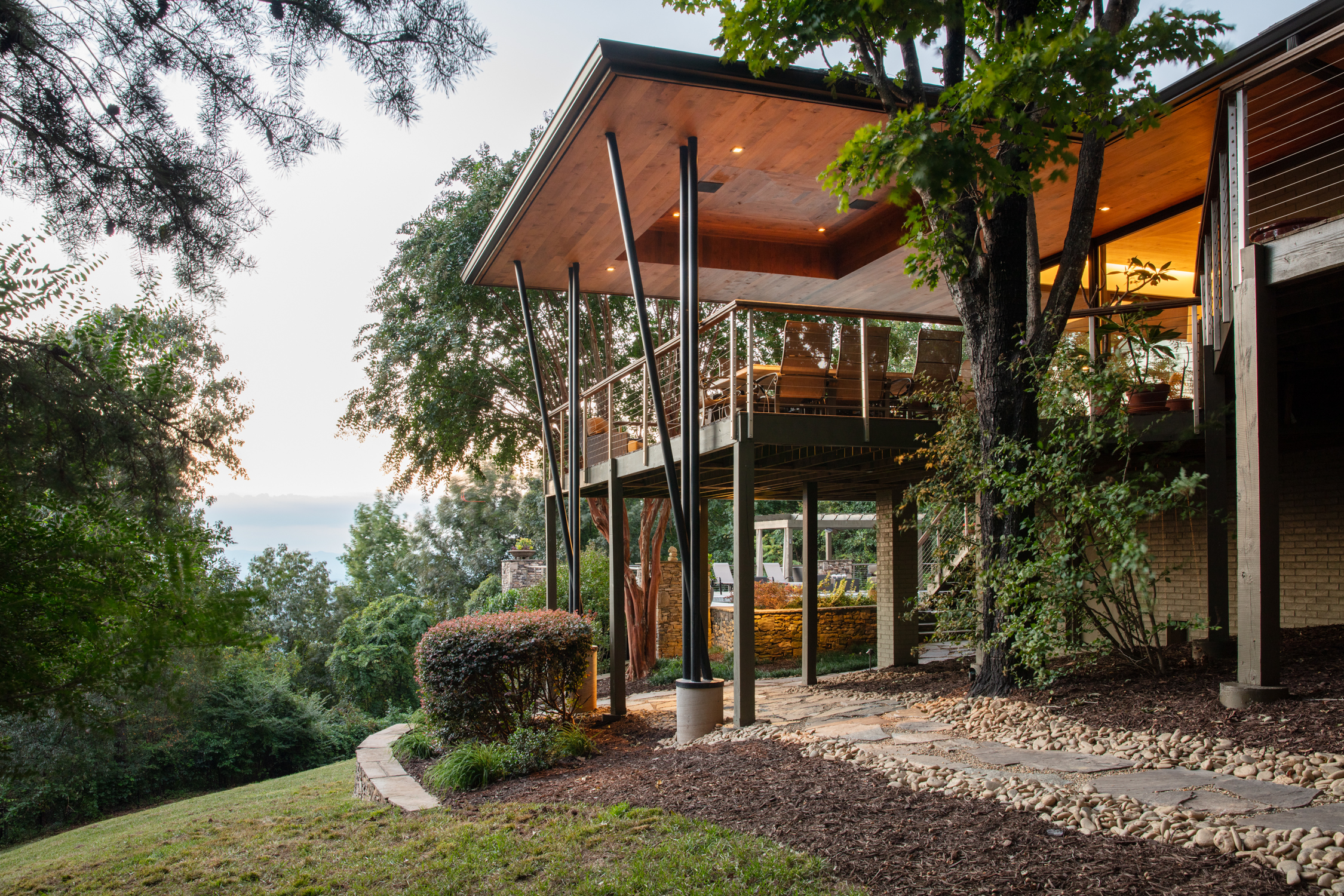 Pacific Northwest Modern Dwelling with Panageries