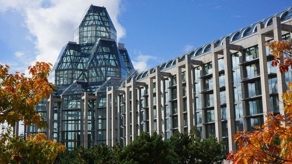 сидит веранде национальная галерея канады фото этом видео увидите