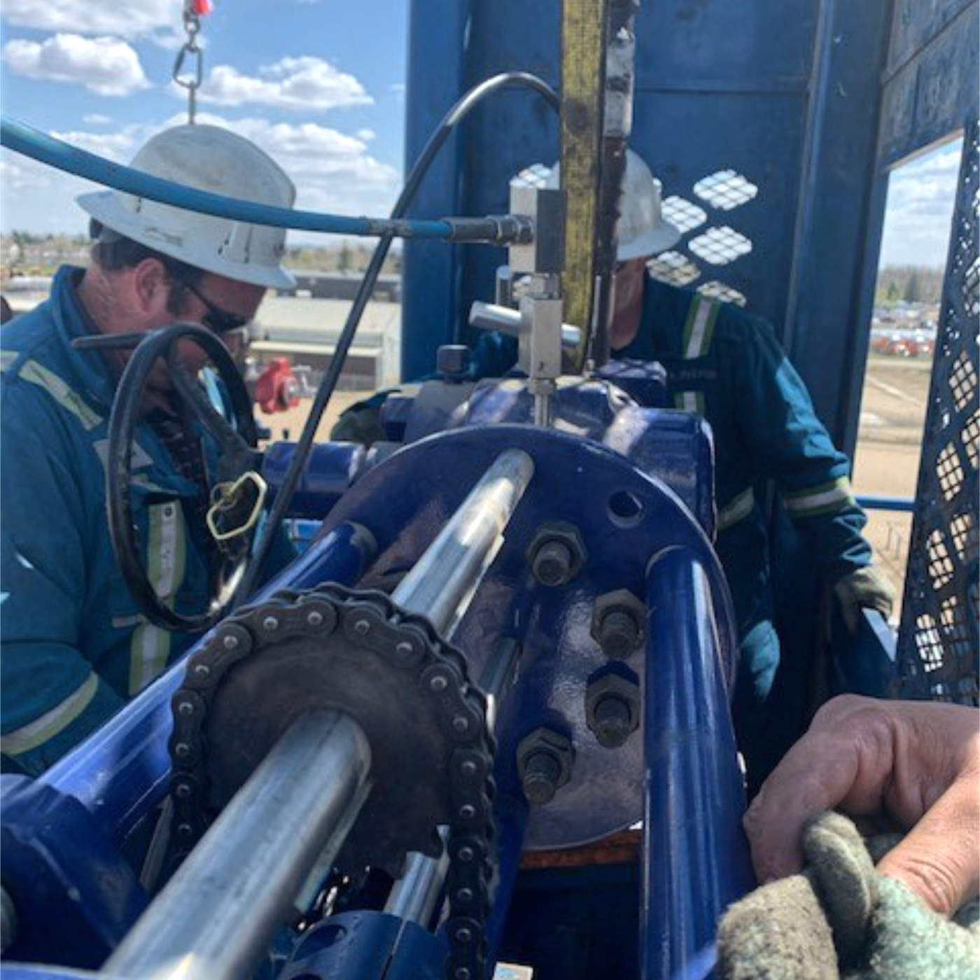 Hot Tapping S135 drillpipe with 12,000psi trapped pressure